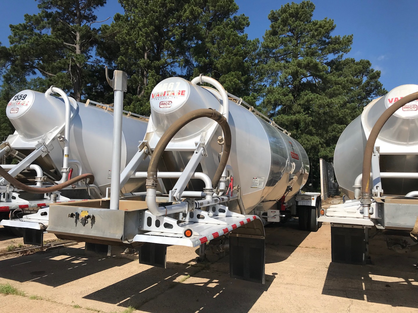 2015 Vantage 1000 Cu Ft Pneumatic Trailer